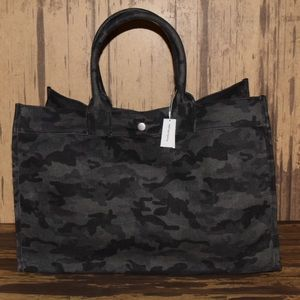 Quilted koala black camo east west